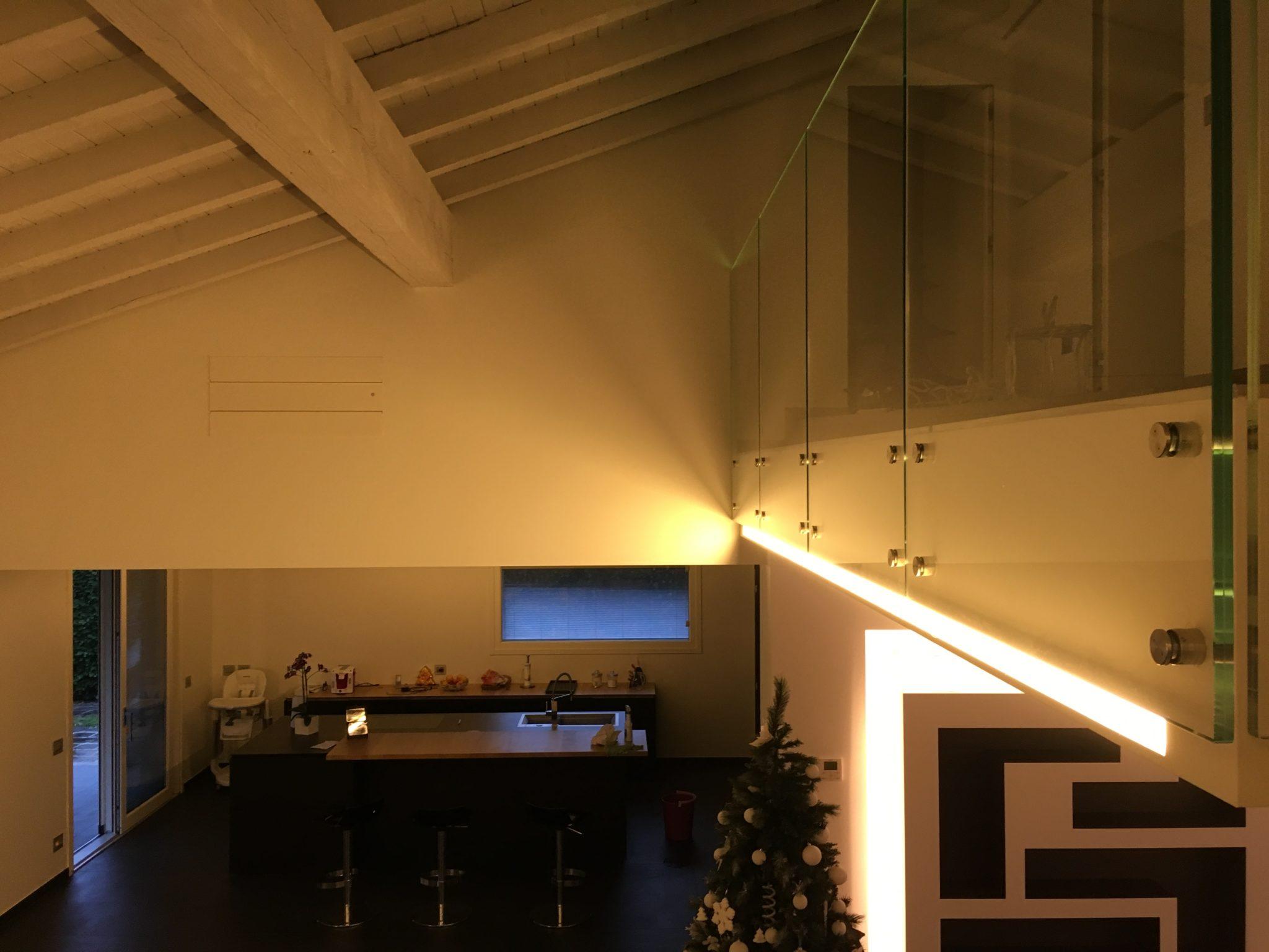 Illuminazione a led in riflessione tramite profilo alluminio a scomparsa totale